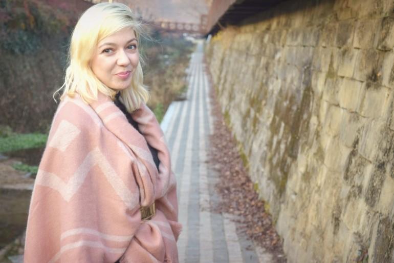 look pink shawl 010