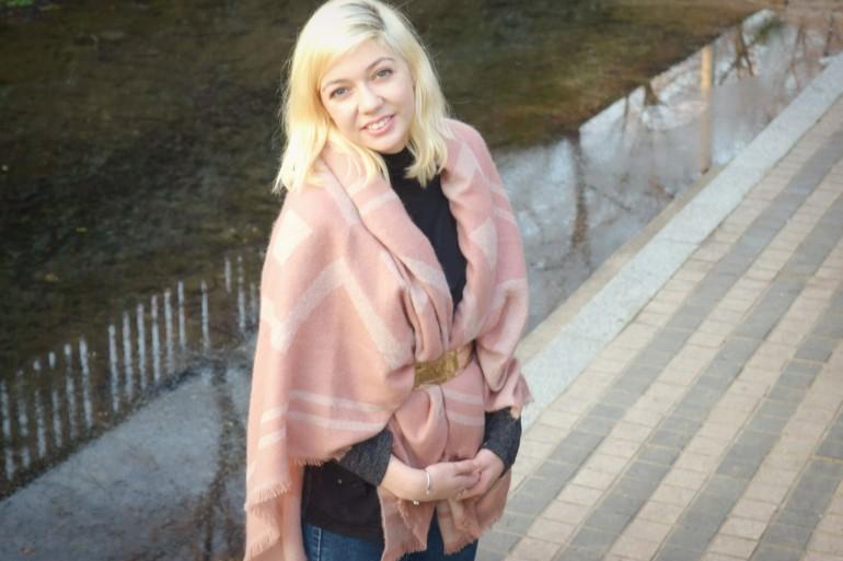 look pink shawl 027