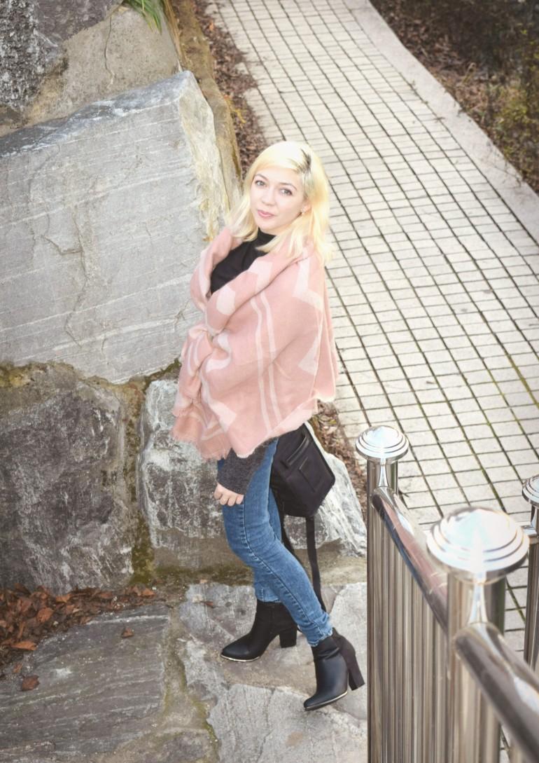 look pink shawl 035