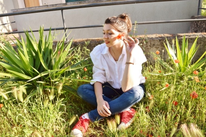 Ruffles shirt + red shoes 117