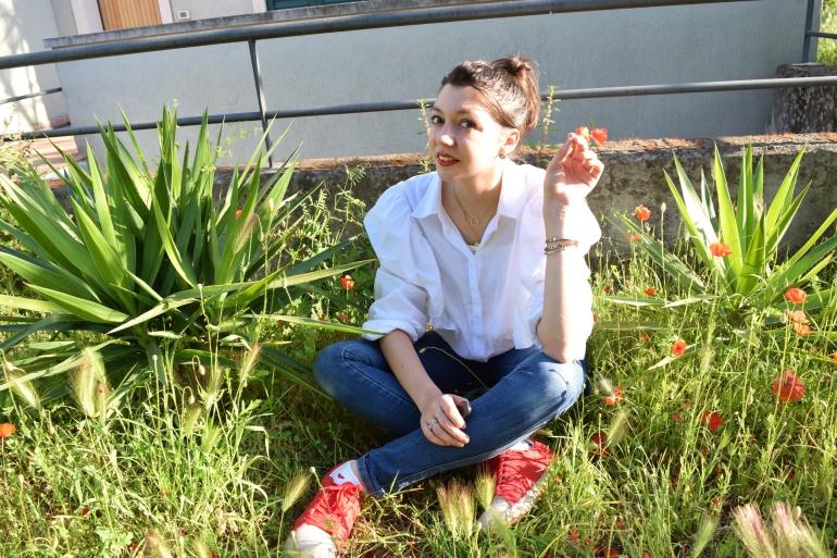 Ruffles shirt + red shoes 119