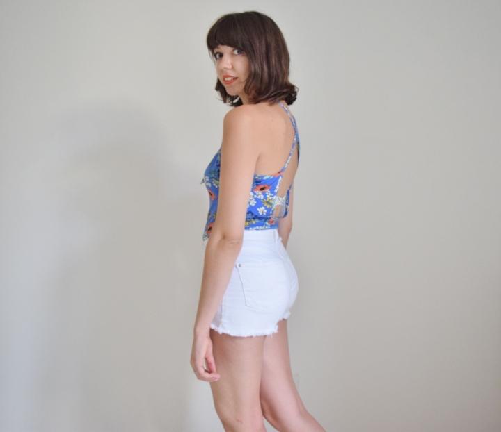 Bodysuit +white shorts 010