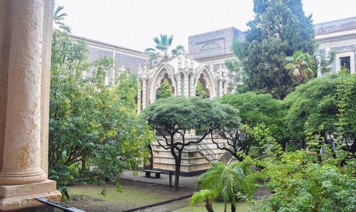 Catania monastery + disney ornaments 011
